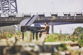 WHY BRYMO WORE A G-STRING IN HIS NEW 'HEYA' VID